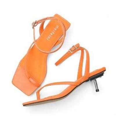 new low-heeled ladies square head sandals